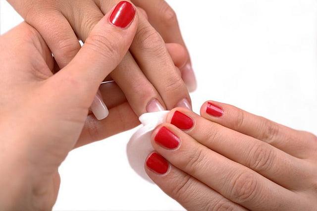 limpiar uñas